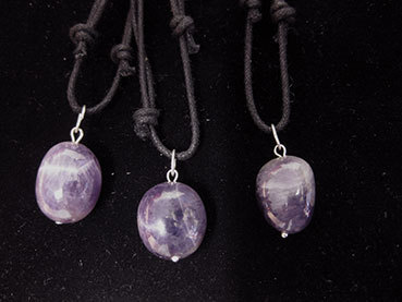 Oval pendant with amethyst  thread 4e