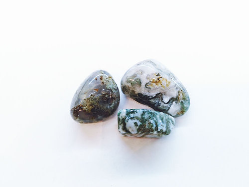 moss agate tumbled stone size 3