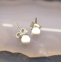 White Hawlite 4Mm Ball Earring