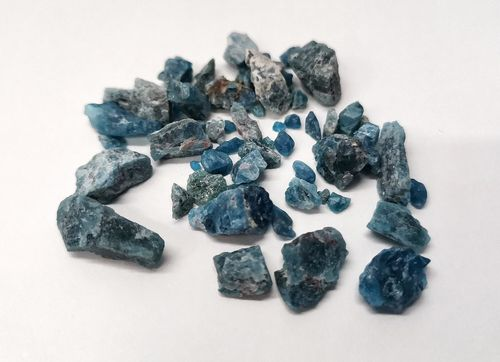 Blister mineral raw 1kg p size 2 apatite