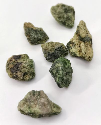 Blister mineral raw 1kg p size 3 chromodiopside