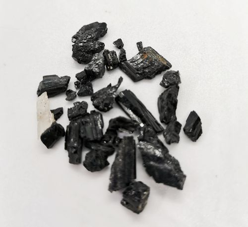 Blister mineral raw 1kg p size 2 black tourmaline